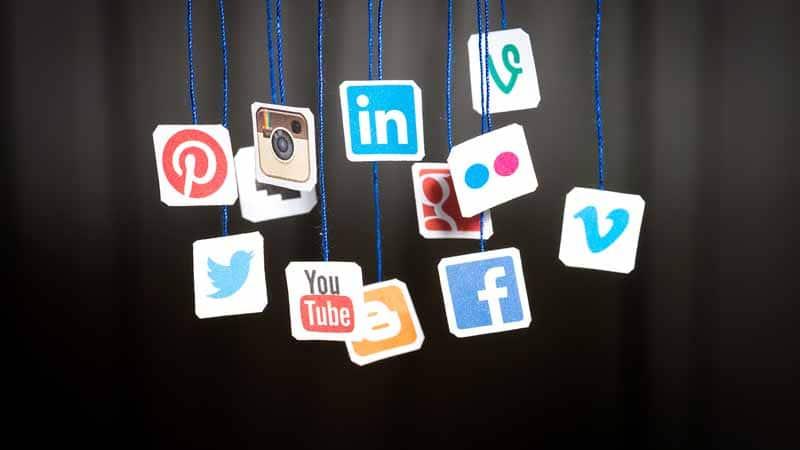 les boutons de partage de Twitter et de Facebook representent 72 pourcent des partages sociaux