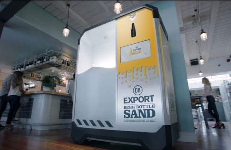 La machine qui transforme les bouteilles en sable utilisable